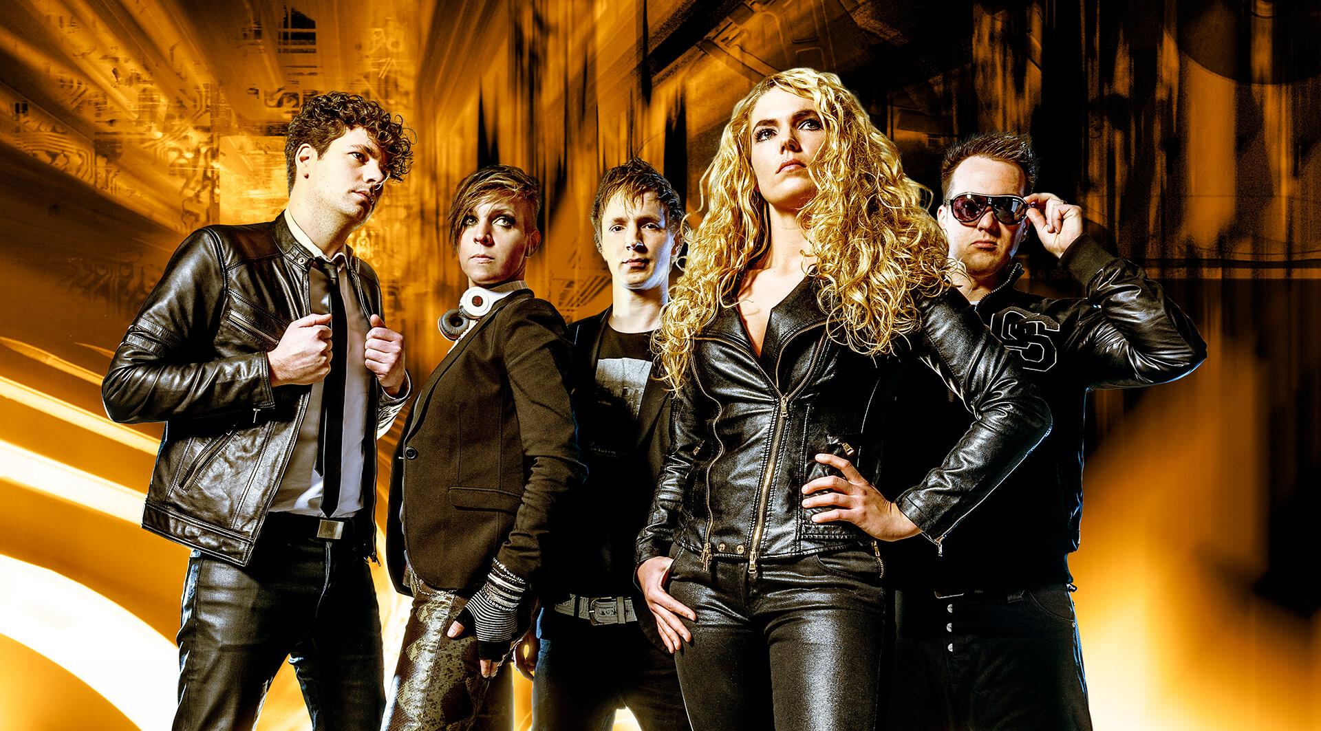 Q5 New Style band coverband muziek performers licht oranje muzikanten leer zwart persfoto