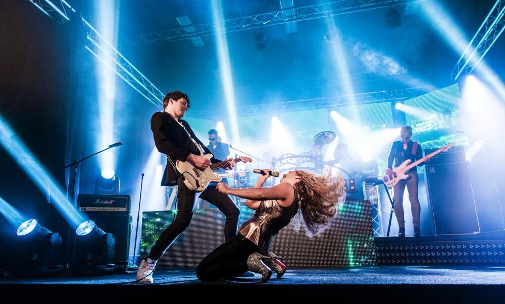 Q5 New Style band coverband muziek performers lichtshow ledwall muziek podium muzikanten zangers emotie